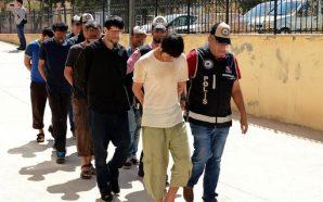 السلطات التركية ترحل لاجئين سوريين يشتبه بانتمائهم لتنظيم داعش