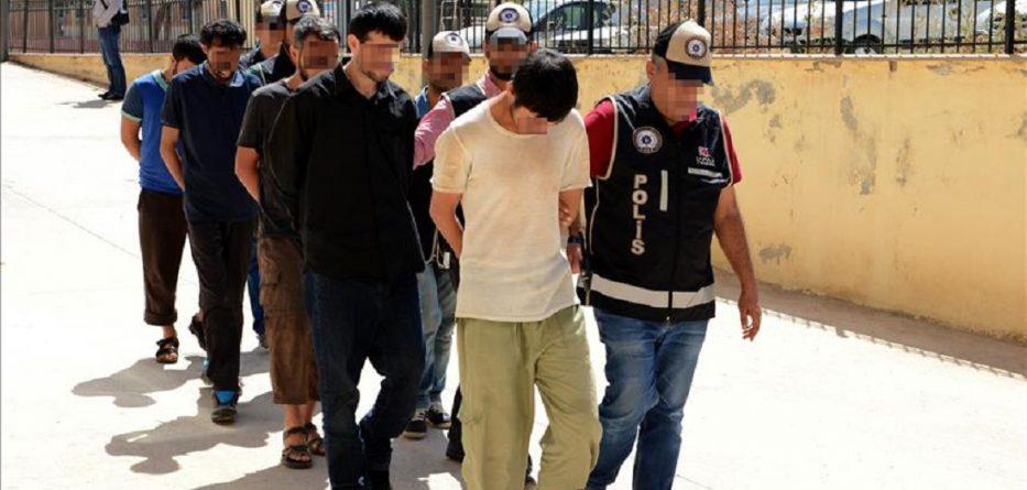 سوريون موقوفون في تركيا