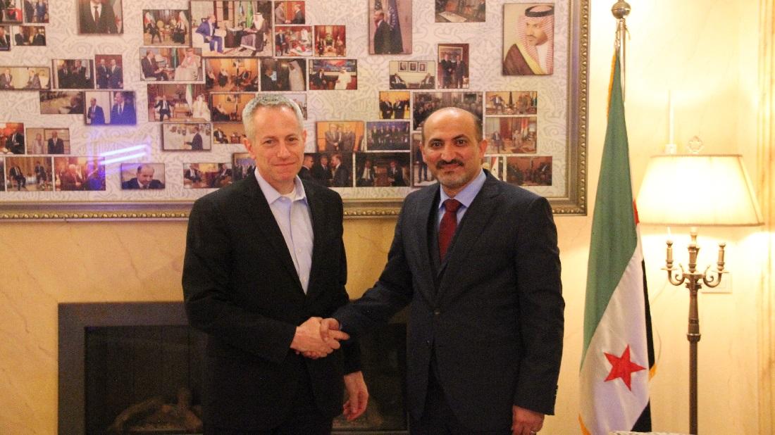 أحمد الجربا رئيس تيار الغد السوري يلتقي مايكل راتني المبعوث الأمريكي في القاهرة