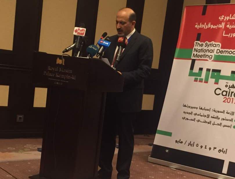 السيد أحمد الجربا خلال الكلمة الافتتاحية في اللقاء التشاوري للقوى الديمقراطية في سوريا