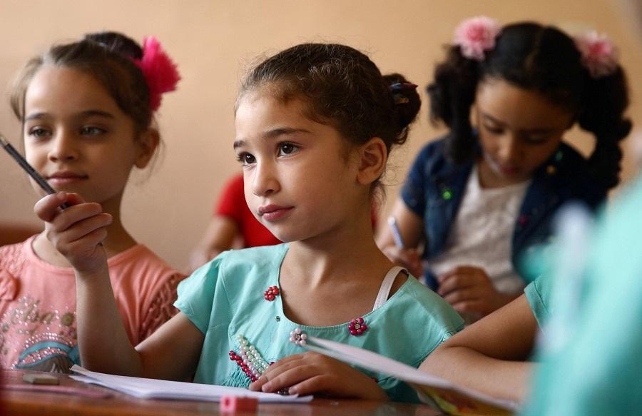 تلميذات في مدرسة دار الأمان لأبناء الشهداء في طرطوس