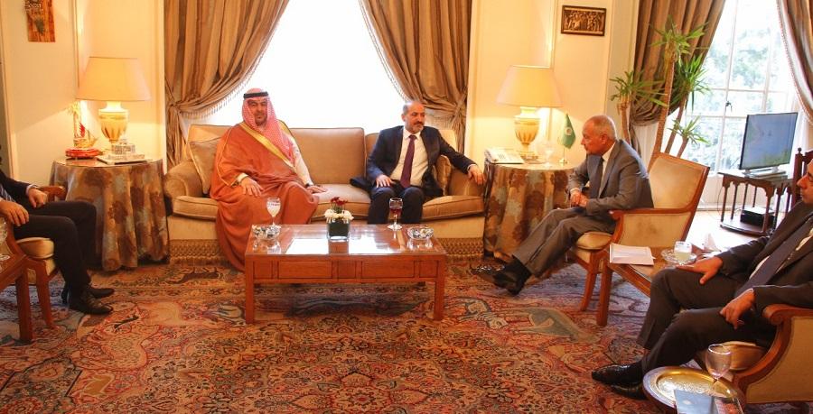 معالي الأمين العام لجامعة الدول العربية خلال لقائه وفد المجلس العربي في الجزيرة والفرات