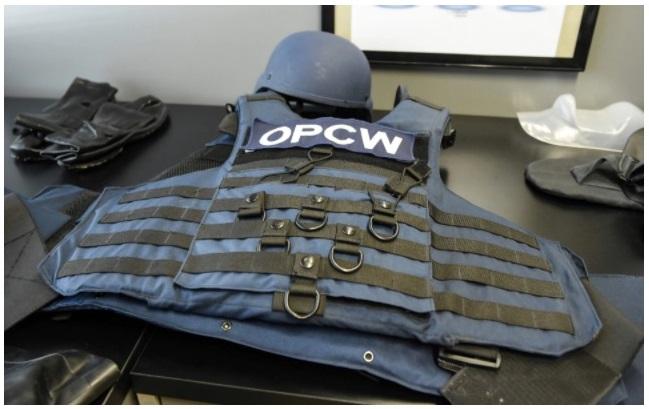 من معدات مفتشي منظمة حظر الأسلحة الكيميائية
