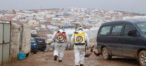 متطوعو الدفاع المدني السوري يكافحون فيروس كوفيد19 في أحد مخيمات النازحين في محافظة إدلب - 29 آذار 2020