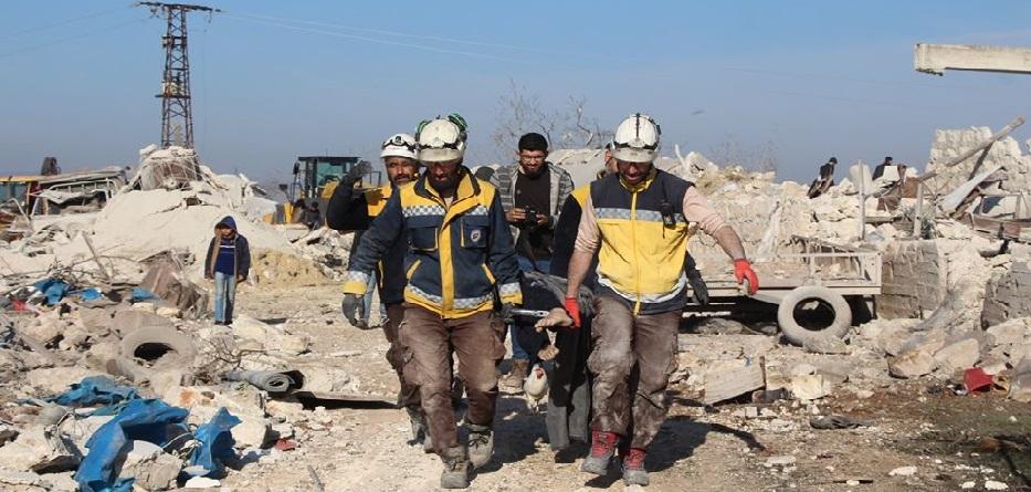 متطوعو الدفاع المدني ينتشلون ضحايا مجرزة معرة مصرين - 5 آذار 2020