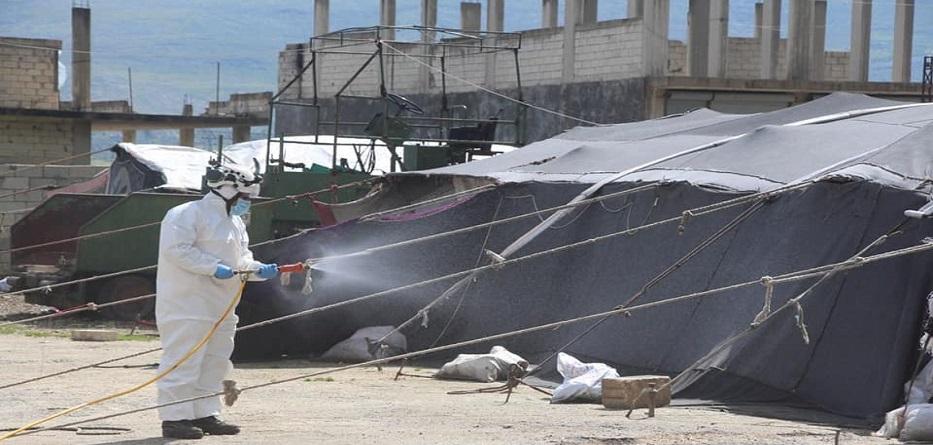 متطوعو الدفاع المدني السوري ينفذون عملية تطهير وتعقيم في ريف إدلب الشمالي - نيسان 2020