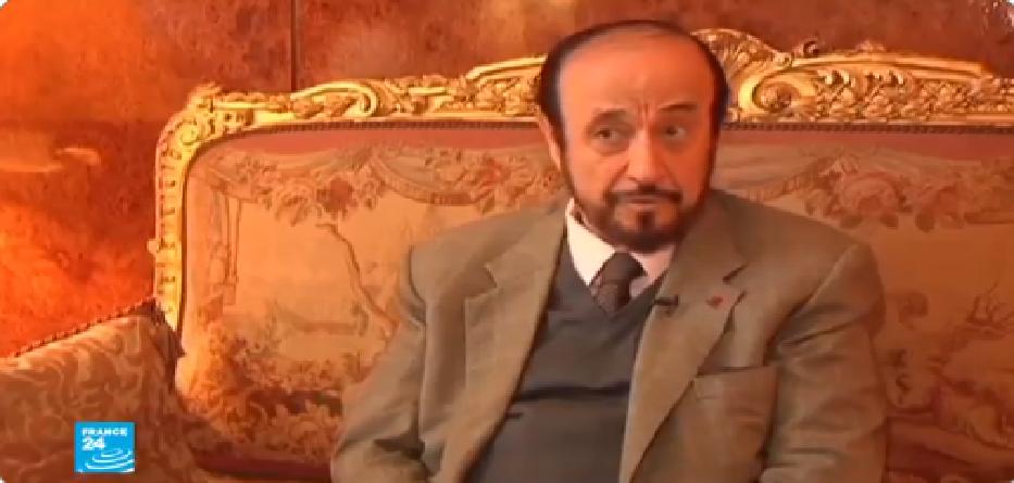 رفعت الأسد في أحد قصوره في باريس