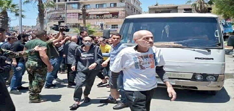 بعض المفرج عنهم في مدينة كفربطنا بريف دمشق 19 حزيران 2021